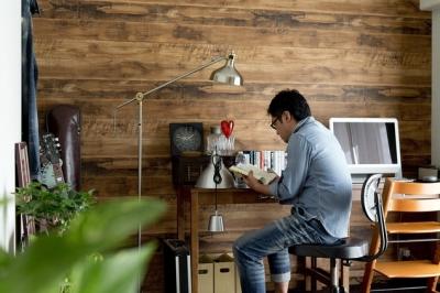 書斎3 (古さを活かして壁はアーチに。60年代や70年代の住まいのようなヴィンテージ風の家)