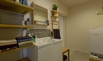 洗面所|古さを活かして壁はアーチに。60年代や70年代の住まいのようなヴィンテージ風の家