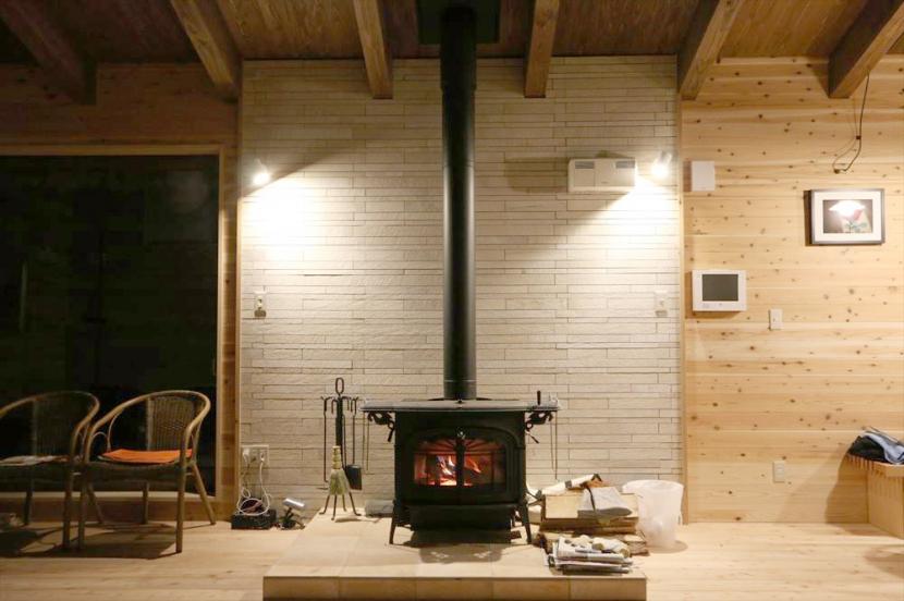 建築家:栗谷和彦/田中大輔「薪ストーブのある別荘」