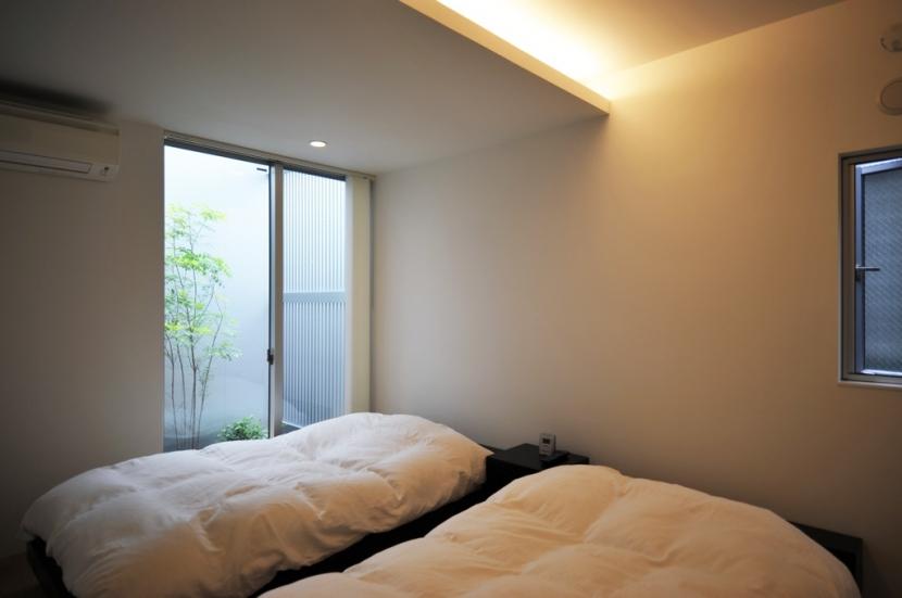 中目・黒の家の部屋 寝室