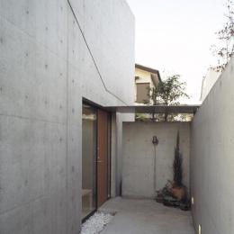 前橋の家 (玄関アプローチ)