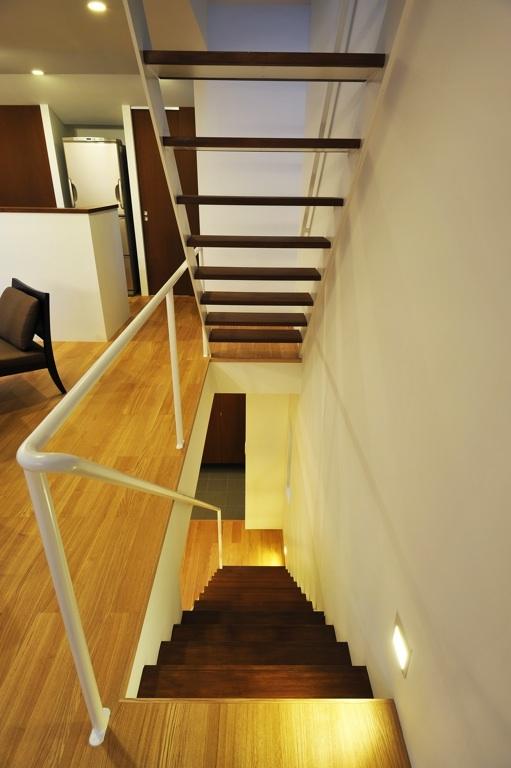 中目・黒の家の部屋 階段