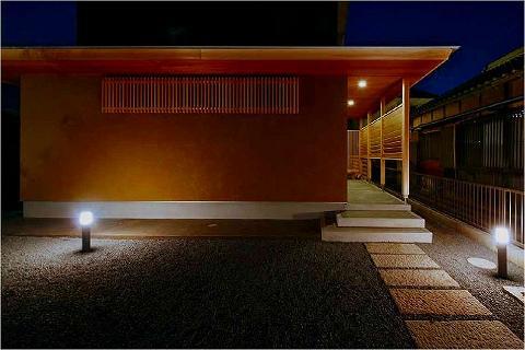 鈴鹿の曲がり屋 (外観(夜間))