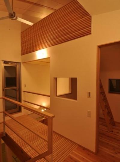 木が溢れる家 (渡り廊下)