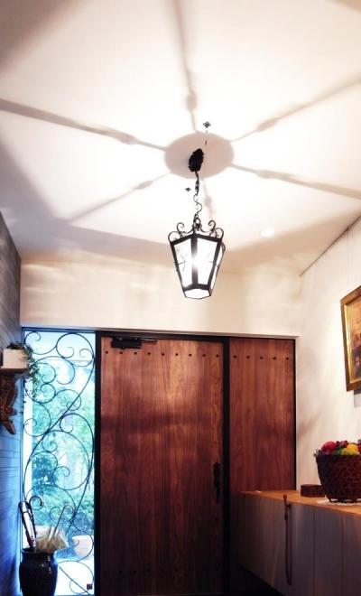 出窓の家 (玄関)