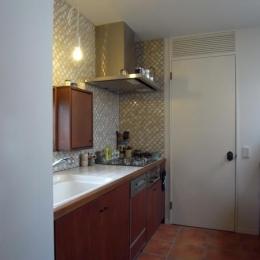 出窓の家-2階のキッチン