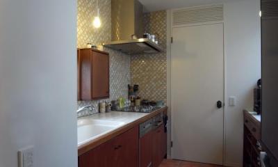 2階のキッチン 出窓の家