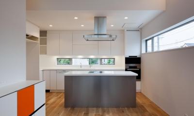 藤沢の家/Na邸 (オープンキッチンは360度の使いやすさ)
