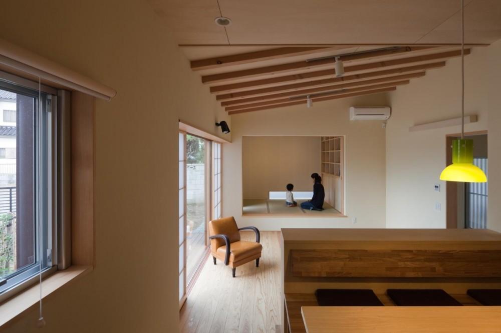 埼玉の家/O邸 (ダイニングからリビングを見る)
