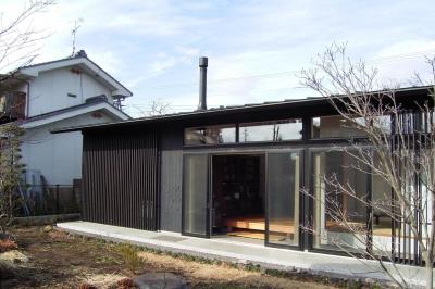 南となる庭側の眺め (佐久平の家/A邸)