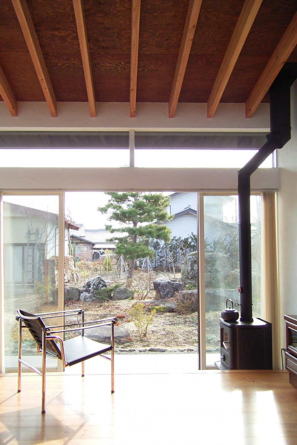 佐久平の家/A邸 (ストーブ付き土間があるリビング)