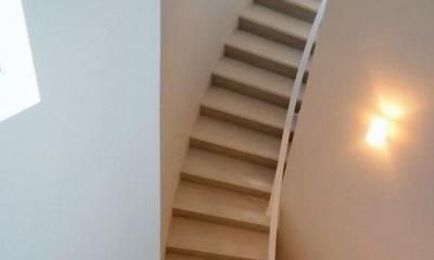 目黒のアトリエ住宅 (曲線階段)