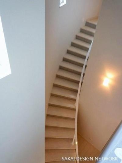 曲線階段 (目黒のアトリエ住宅)