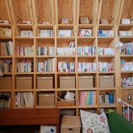 47/100 石神井台の木箱 (壁一面の収納棚)