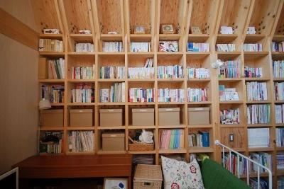 壁一面の収納棚 (47/100 石神井台の木箱)