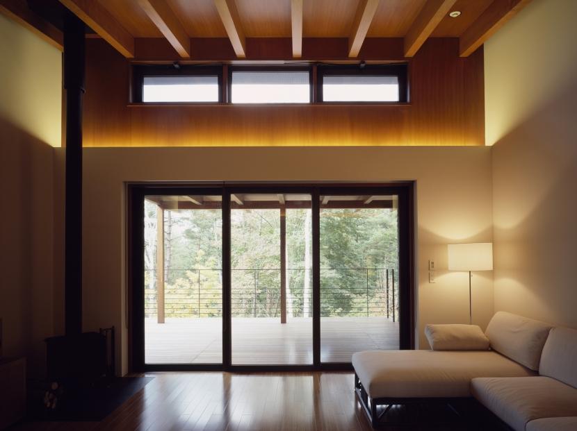 富士山麓の家の部屋 眺望テラスに面したリビング