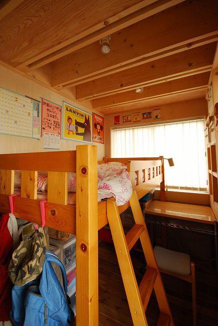 47/100 石神井台の木箱の部屋 木のぬくもり感じる子供部屋1