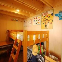 47/100 石神井台の木箱 (木のぬくもり感じる子供部屋2)