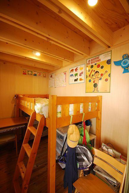 47/100 石神井台の木箱の部屋 木のぬくもり感じる子供部屋2