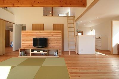 縁の住まいの部屋 ロフト付きリビングスペース