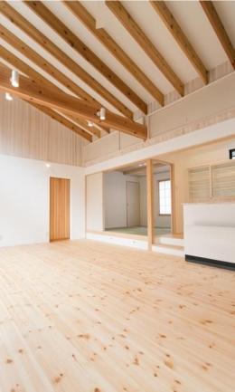IZUMI HOUSE (木のぬくもりのあるリビング(反対側))