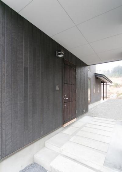玄関スペース(外部)1 (IZUMI HOUSE)