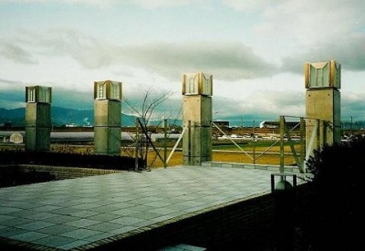 田園風景を望めるテラス (コンクリート構造の住宅設計)