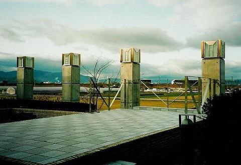 コンクリート構造の住宅設計の写真 田園風景を望めるテラス