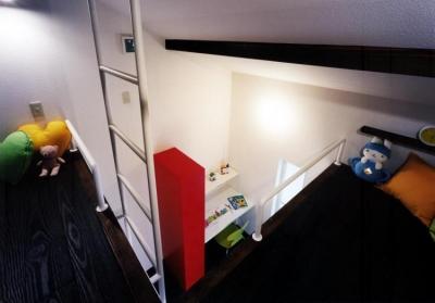 ロフトから見下ろす子供室(撮影:玉森潤一) (気まずい家)