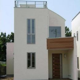 33坪・2階建てプラスRC造地下6坪+屋上のデザイン住宅 湘南 (外観(日中))