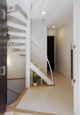 33坪・2階建てプラスRC造地下6坪+屋上 (玄関ホール)