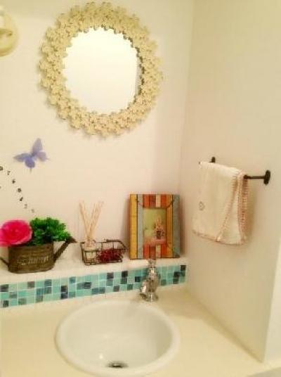"""手洗スペース (フレンチカラードアの可愛い""""さくらの見える家"""")"""