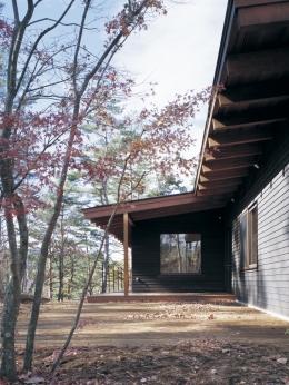 富士山麓の家 (ピーラー梁とレッドシダーの外壁)