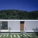 山の麓の小さな家