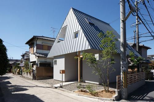house AAの写真 個性溢れる外観2(撮影:KAI NAKAMURA)