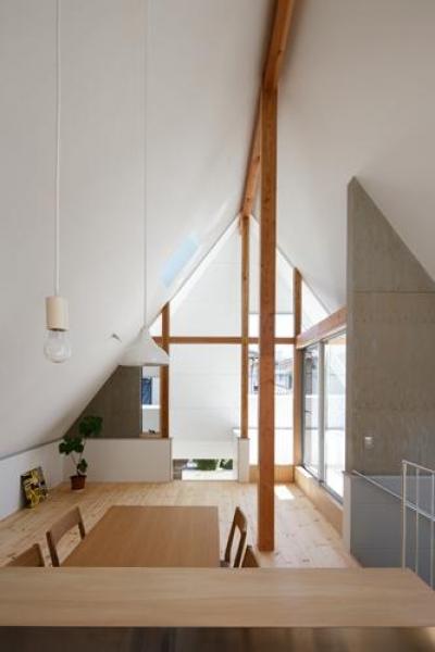 天井の高いLDK-1(撮影:KAI NAKAMURA) (house AA)