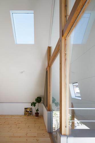 house AAの部屋 ガラス張りの窓(撮影:KAI NAKAMURA)