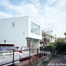 クウハウス (白い外観(撮影:西川公朗))