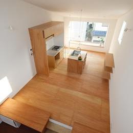 クウハウス (屋上テラスからリビングを眺める(撮影:西川公朗))