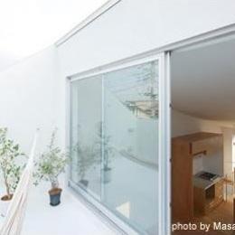 クウハウス (開放的な屋上テラス(撮影:西川公朗))