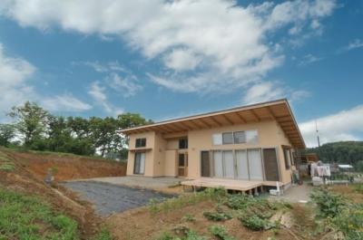 雉やまの家 (自然に囲まれた外観1)