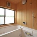 木のぬくもり感じる浴室