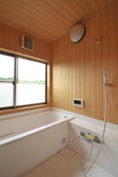 木のぬくもり感じる浴室 (雉やまの家)