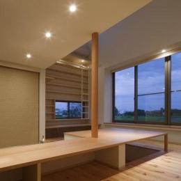 読書する家 (掘り座卓のダイニング(撮影:上田宏))