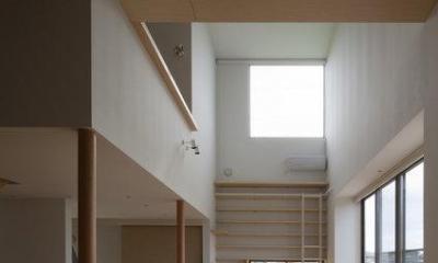 読書する家 (リビングからダイニングを眺める(撮影:上田宏))