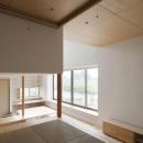 読書する家の写真 畳スペースから全体を眺める(撮影:上田宏)