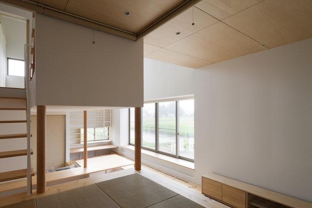読書する家 (畳スペースから全体を眺める(撮影:上田宏))