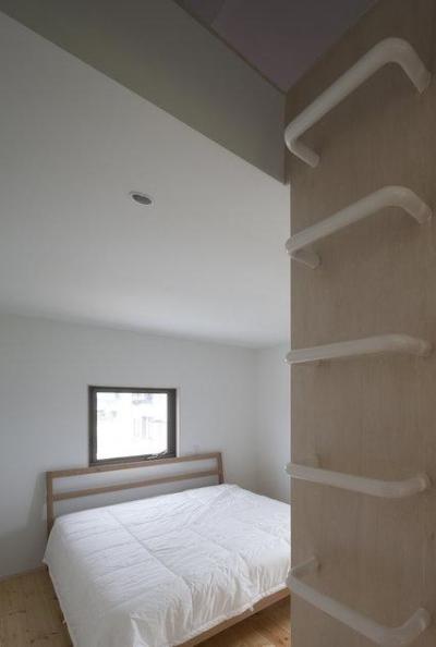 読書する家 (シンプルなベッドルーム(撮影:上田宏))