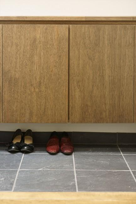 神泉リノベーション(東京都目黒区S邸)の部屋 玄関-隠す収納(撮影:樽井利和)