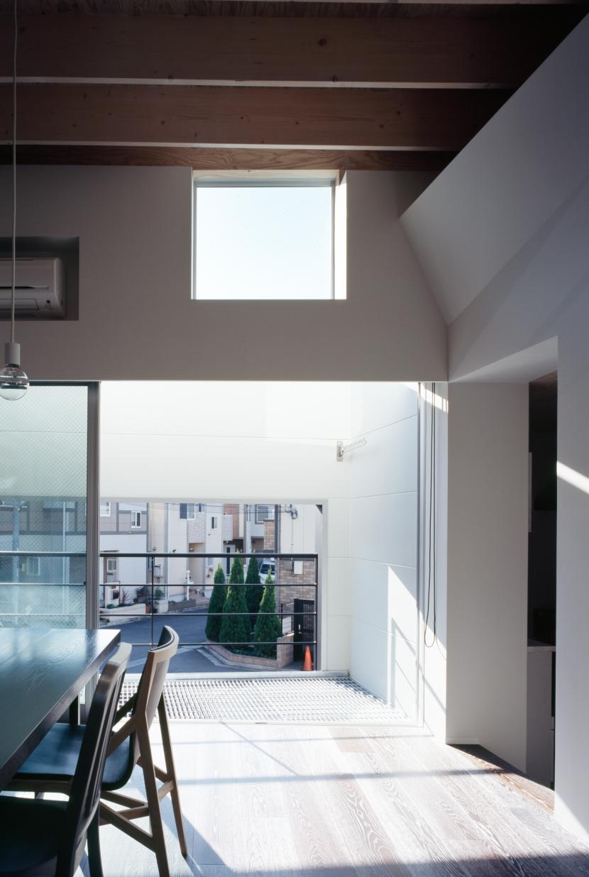 光と風を共有する家の部屋 親子で光と風を共有する開口2